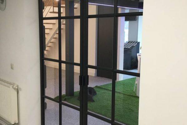Omnisolutions - steellook deur toonzaal