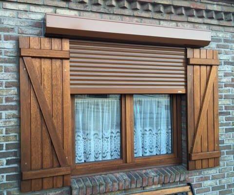 Omnisolutions - houten raam met voorzetrolluik en slagluiken
