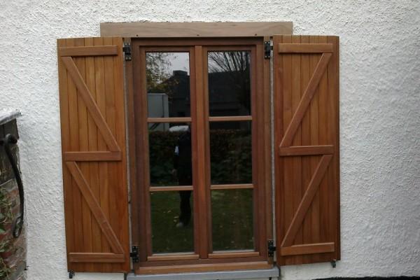 Omnisolutions - houten raam met slagluiken
